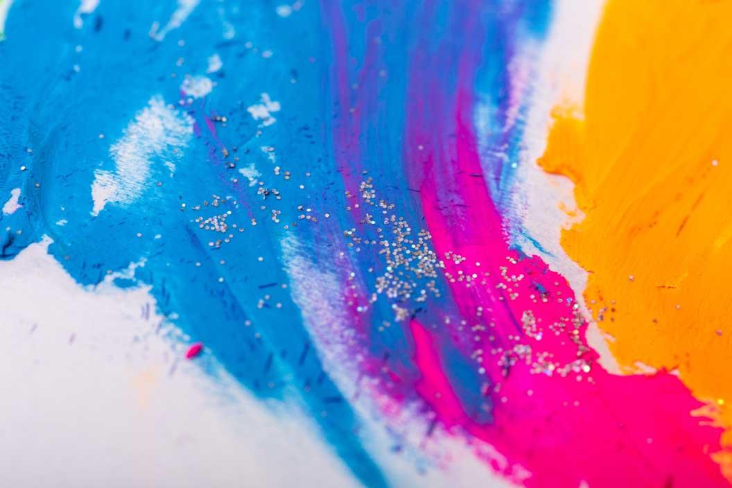 開催時期で意味が変わる幼稚園の作品展、芸術の秋?それとも年度末?