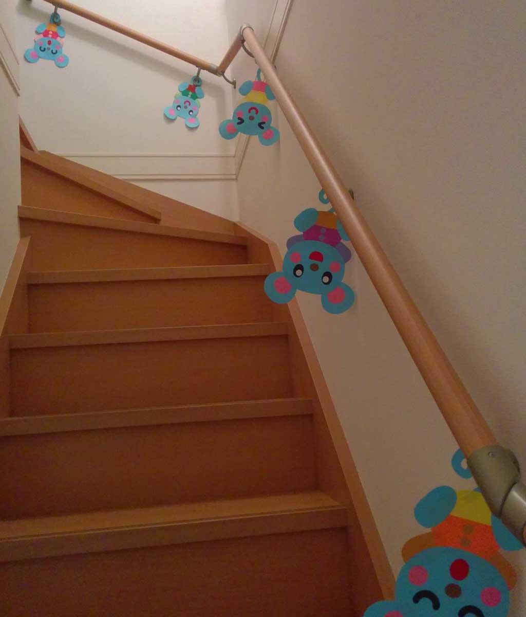 階段の壁面装飾